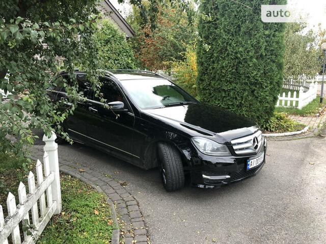 Черный Мерседес Ц 250, объемом двигателя 2.1 л и пробегом 260 тыс. км за 17900 $, фото 1 на Automoto.ua