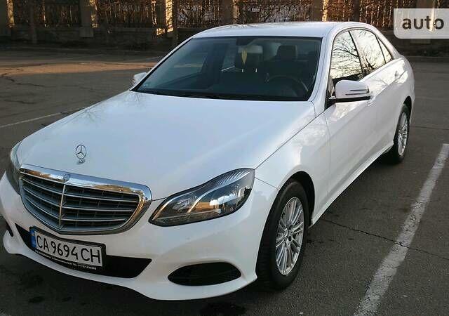 Белый Мерседес E 200, объемом двигателя 2.2 л и пробегом 164 тыс. км за 23888 $, фото 1 на Automoto.ua