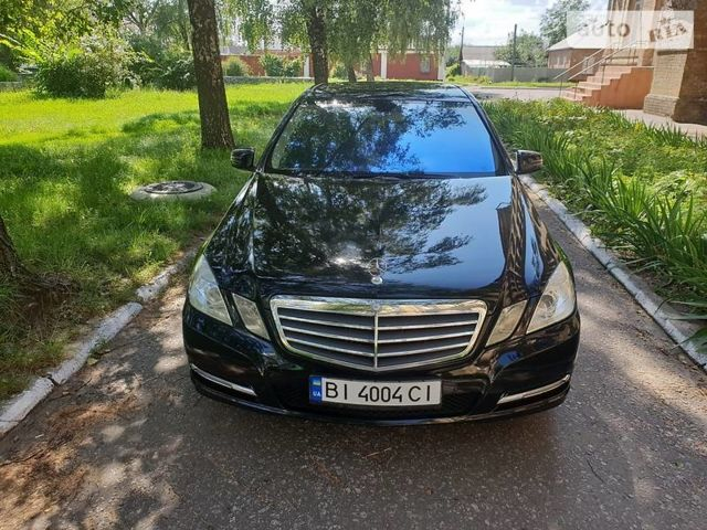 Чорний Мерседес E 200, об'ємом двигуна 2.2 л та пробігом 132 тис. км за 20299 $, фото 1 на Automoto.ua