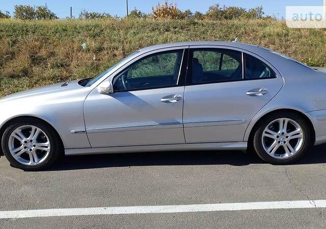 Серый Мерседес E 200, объемом двигателя 1.8 л и пробегом 140 тыс. км за 12000 $, фото 1 на Automoto.ua