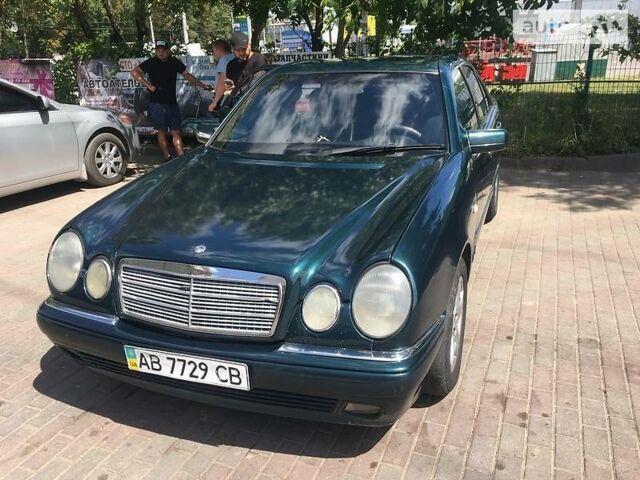 Зеленый Мерседес Е 230, объемом двигателя 2.3 л и пробегом 100 тыс. км за 4700 $, фото 1 на Automoto.ua