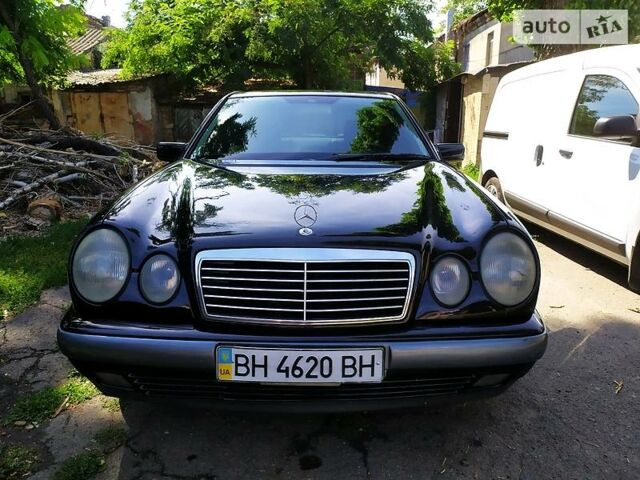 Черный Мерседес E 240, объемом двигателя 2.4 л и пробегом 280 тыс. км за 4500 $, фото 1 на Automoto.ua