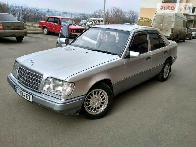 Серебряный Мерседес Е 280, объемом двигателя 2.8 л и пробегом 393 тыс. км за 5000 $, фото 1 на Automoto.ua