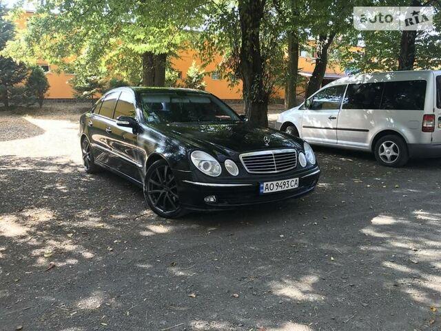 Черный Мерседес Е 320, объемом двигателя 3.2 л и пробегом 450 тыс. км за 9000 $, фото 1 на Automoto.ua