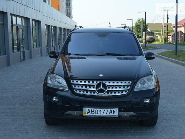 Черный Мерседес МЛ 350, объемом двигателя 3.5 л и пробегом 250 тыс. км за 12000 $, фото 1 на Automoto.ua