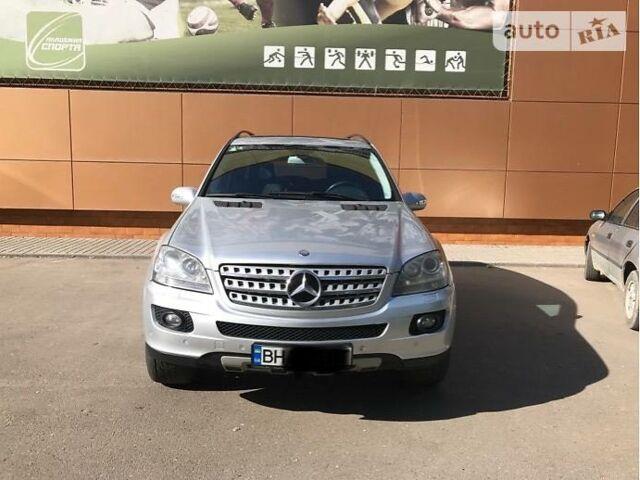 Срібний Мерседес МЛ 420, об'ємом двигуна 4 л та пробігом 174 тис. км за 19999 $, фото 1 на Automoto.ua