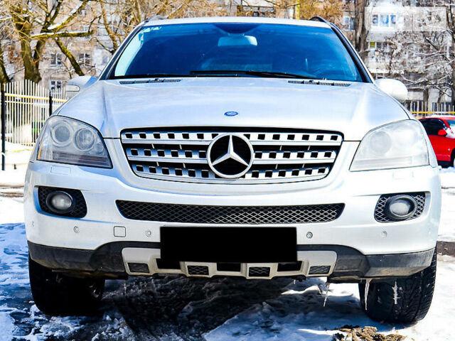 Сірий Мерседес МЛ 420, об'ємом двигуна 4.2 л та пробігом 171 тис. км за 20999 $, фото 1 на Automoto.ua