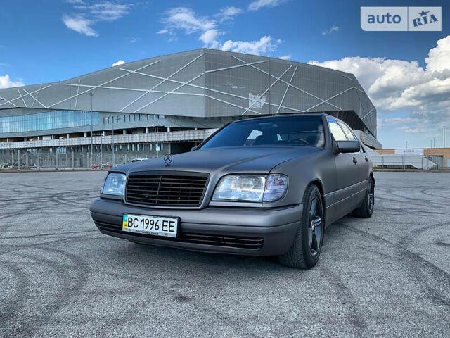 Серый Мерседес С 300, объемом двигателя 3 л и пробегом 233 тыс. км за 10500 $, фото 1 на Automoto.ua