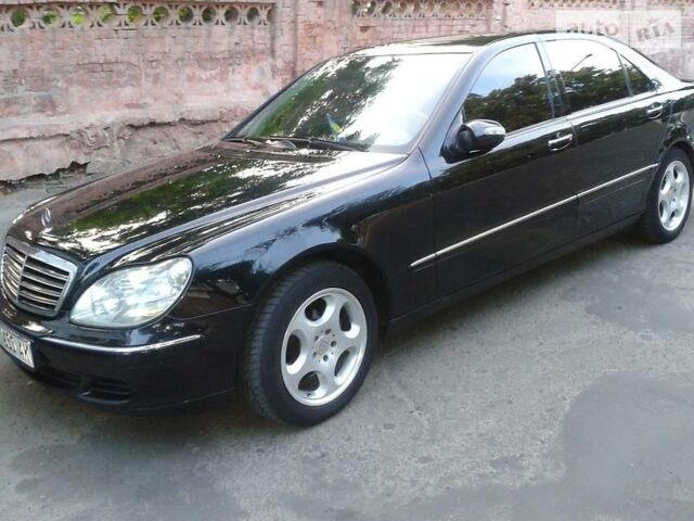 Черный Мерседес С 350, объемом двигателя 3.7 л и пробегом 240 тыс. км за 13800 $, фото 1 на Automoto.ua