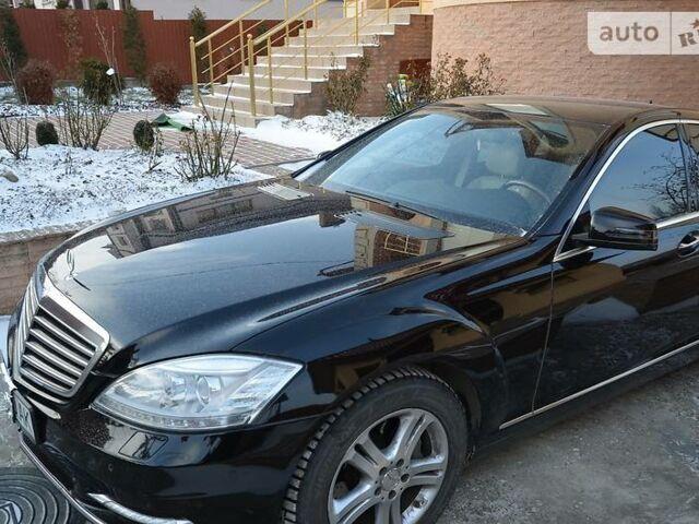 Черный Мерседес С 350, объемом двигателя 3.5 л и пробегом 300 тыс. км за 22700 $, фото 1 на Automoto.ua