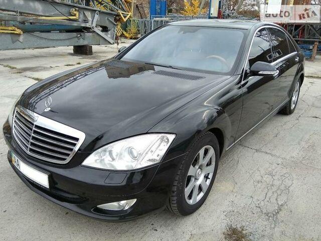 Черный Мерседес С 350, объемом двигателя 3.5 л и пробегом 315 тыс. км за 22000 $, фото 1 на Automoto.ua