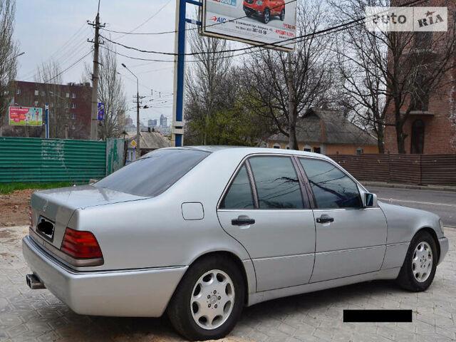 Серебряный Мерседес С 420, объемом двигателя 4.2 л и пробегом 299 тыс. км за 3900 $, фото 1 на Automoto.ua
