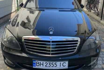 Черный Мерседес С 500, объемом двигателя 5.5 л и пробегом 201 тыс. км за 12500 $, фото 1 на Automoto.ua