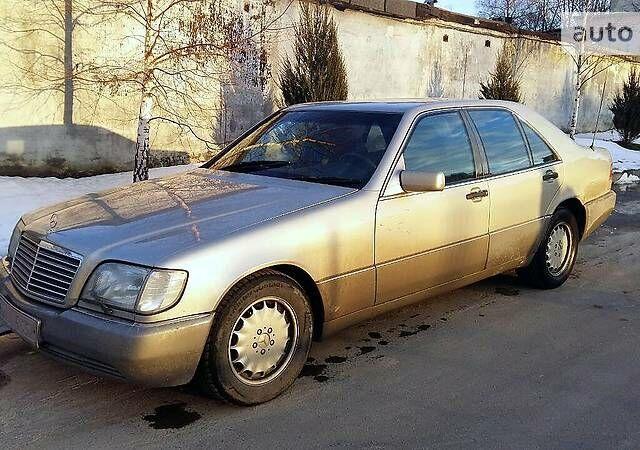 Серый Мерседес С 500, объемом двигателя 5 л и пробегом 300 тыс. км за 6000 $, фото 1 на Automoto.ua