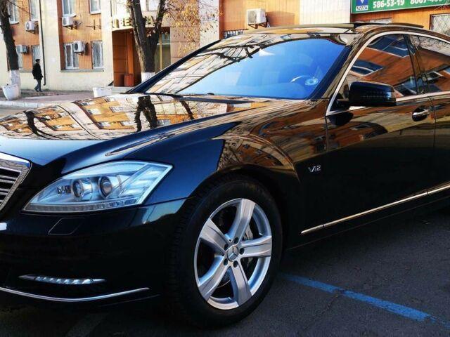 Черный Мерседес С 600, объемом двигателя 5.5 л и пробегом 220 тыс. км за 13900 $, фото 1 на Automoto.ua