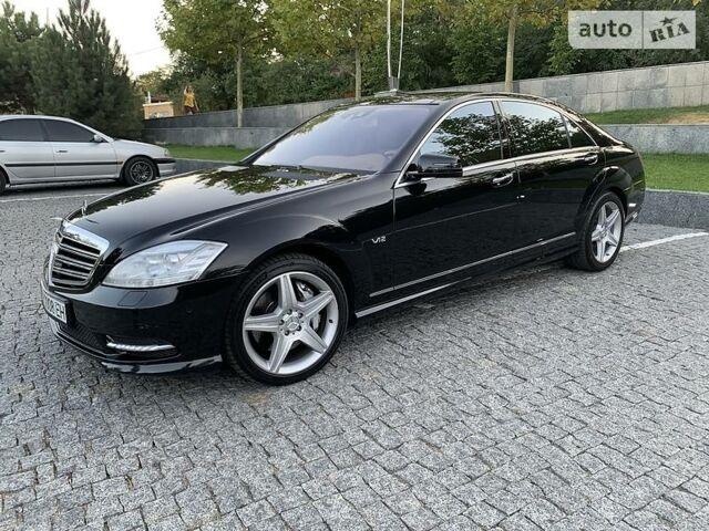 Черный Мерседес С 600, объемом двигателя 5.5 л и пробегом 101 тыс. км за 38000 $, фото 1 на Automoto.ua