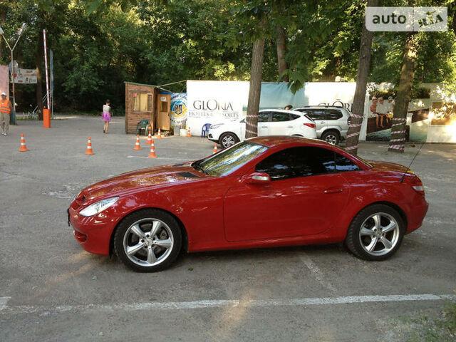 Червоний Мерседес СЛК 350, об'ємом двигуна 3.5 л та пробігом 194 тис. км за 20000 $, фото 1 на Automoto.ua