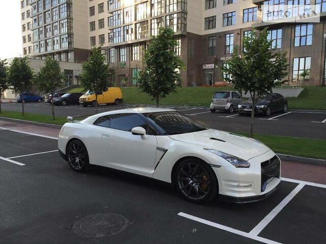 Белый Ниссан ГТ-Р, объемом двигателя 3.8 л и пробегом 18 тыс. км за 59999 $, фото 1 на Automoto.ua
