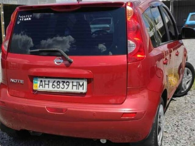 Красный Ниссан Ноут, объемом двигателя 0 л и пробегом 200 тыс. км за 6350 $, фото 1 на Automoto.ua