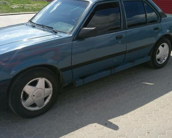Синій Опель Аскона, об'ємом двигуна 1.8 л та пробігом 40 тис. км за 1500 $, фото 1 на Automoto.ua