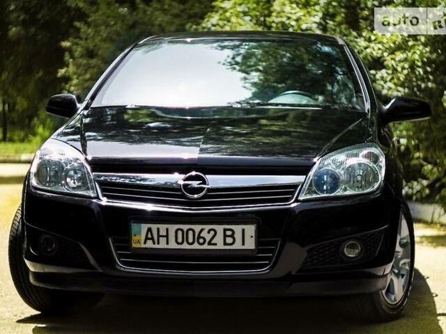 Черный Опель Астра Н, объемом двигателя 1.6 л и пробегом 111 тыс. км за 8500 $, фото 1 на Automoto.ua