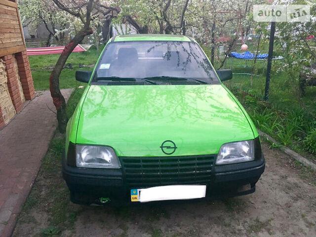 Зеленый Опель Кадет, объемом двигателя 1.8 л и пробегом 300 тыс. км за 1500 $, фото 1 на Automoto.ua