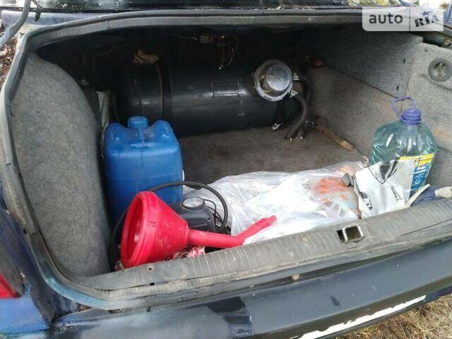 Синий Опель Омега, объемом двигателя 2 л и пробегом 300 тыс. км за 2100 $, фото 1 на Automoto.ua
