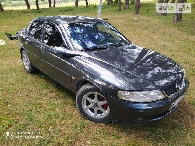 Черный Опель Вектра Б, объемом двигателя 1.6 л и пробегом 311 тыс. км за 3700 $, фото 1 на Automoto.ua