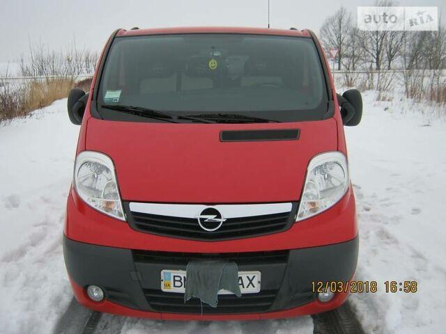 Красный Опель Виваро пасс., объемом двигателя 2.5 л и пробегом 162 тыс. км за 11000 $, фото 1 на Automoto.ua