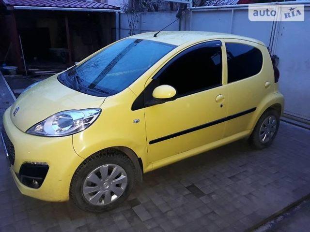 Жовтий Пежо 107, об'ємом двигуна 1 л та пробігом 35 тис. км за 6900 $, фото 1 на Automoto.ua
