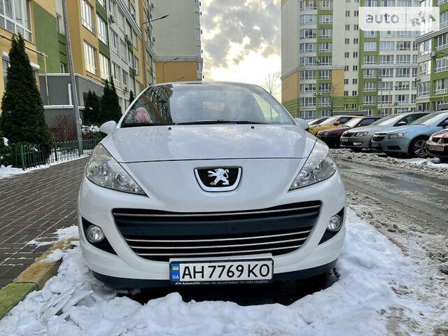 Белый Пежо 207, объемом двигателя 1.6 л и пробегом 199 тыс. км за 5800 $, фото 1 на Automoto.ua