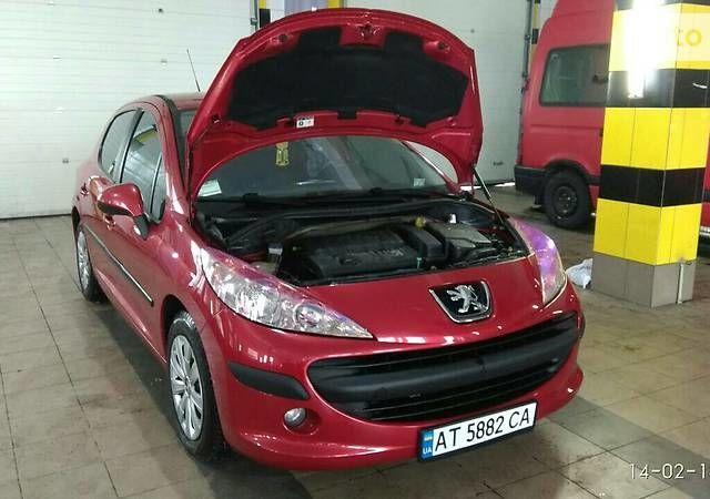 Красный Пежо 207, объемом двигателя 1.4 л и пробегом 185 тыс. км за 5900 $, фото 1 на Automoto.ua