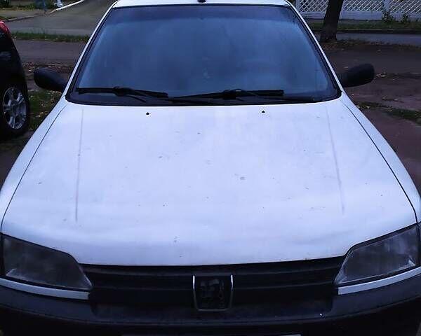 Белый Пежо 306, объемом двигателя 1.4 л и пробегом 327 тыс. км за 2300 $, фото 1 на Automoto.ua