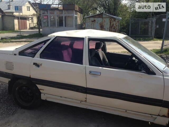 Белый Рено 21, объемом двигателя 1.7 л и пробегом 300 тыс. км за 600 $, фото 1 на Automoto.ua