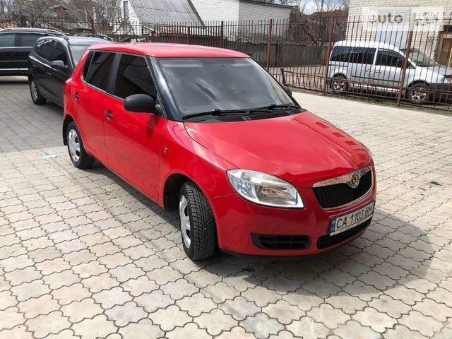 Красный Шкода Фабия, объемом двигателя 1.2 л и пробегом 220 тыс. км за 4950 $, фото 1 на Automoto.ua