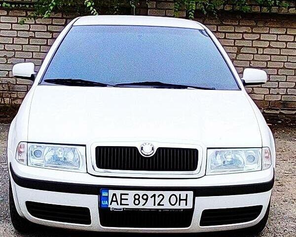 Белый Шкода Октавия Тур, объемом двигателя 1.6 л и пробегом 220 тыс. км за 7500 $, фото 1 на Automoto.ua