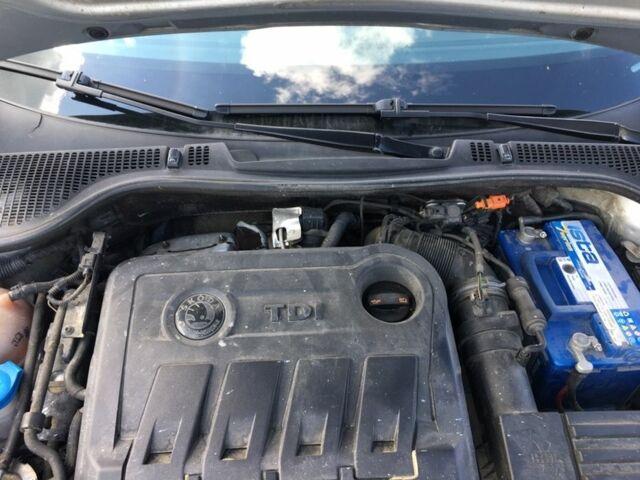Сірий Шкода Октавія, об'ємом двигуна 2 л та пробігом 215 тис. км за 9500 $, фото 1 на Automoto.ua