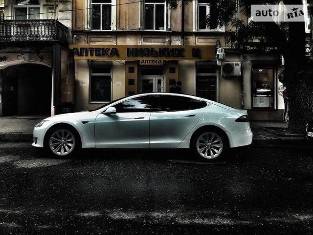 Белый Тесла Модель С, объемом двигателя 0 л и пробегом 95 тыс. км за 34999 $, фото 1 на Automoto.ua