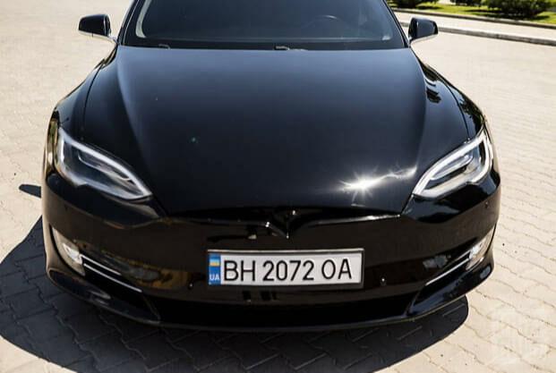 Черный Тесла Модель С, объемом двигателя 0 л и пробегом 103 тыс. км за 28500 $, фото 1 на Automoto.ua