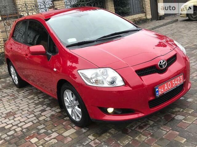 Красный Тойота Аурис, объемом двигателя 1.6 л и пробегом 128 тыс. км за 8190 $, фото 1 на Automoto.ua