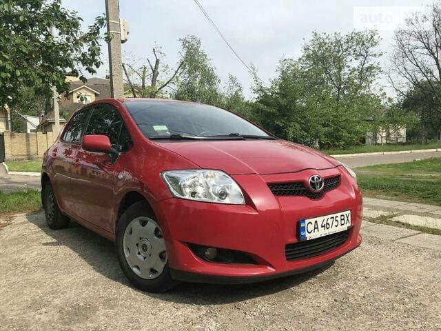 Красный Тойота Аурис, объемом двигателя 1.6 л и пробегом 165 тыс. км за 8300 $, фото 1 на Automoto.ua