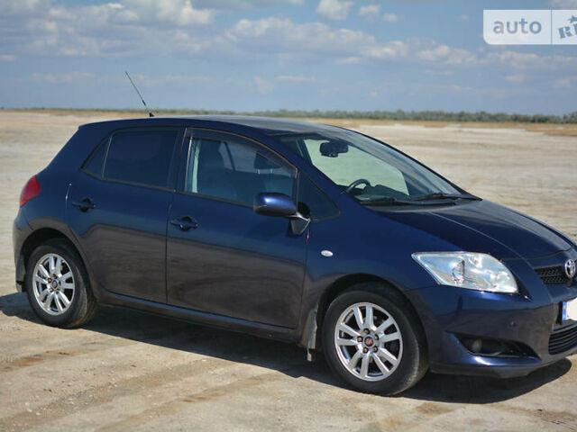 Синий Тойота Аурис, объемом двигателя 1.6 л и пробегом 210 тыс. км за 7000 $, фото 1 на Automoto.ua