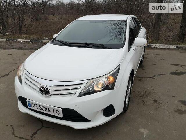 Белый Тойота Авенсис, объемом двигателя 2 л и пробегом 142 тыс. км за 11000 $, фото 1 на Automoto.ua