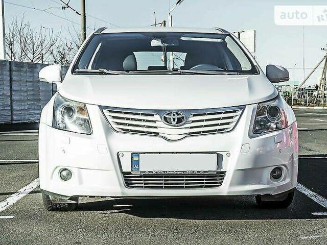 Белый Тойота Авенсис, объемом двигателя 2.2 л и пробегом 217 тыс. км за 10900 $, фото 1 на Automoto.ua
