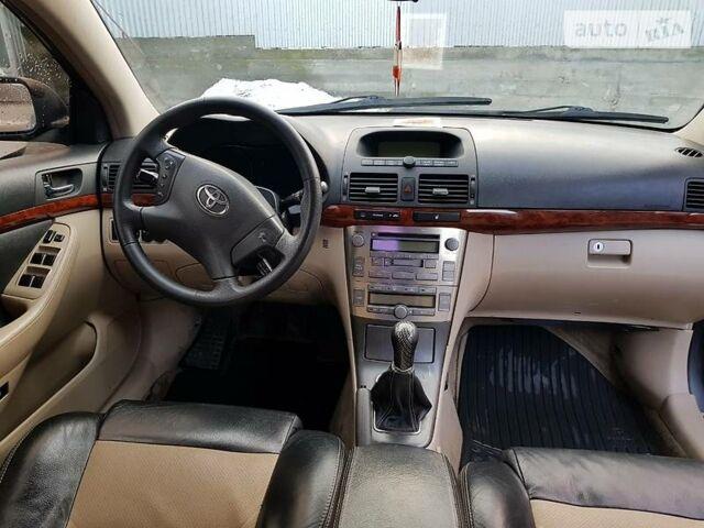 Серый Тойота Авенсис, объемом двигателя 2 л и пробегом 220 тыс. км за 7000 $, фото 1 на Automoto.ua