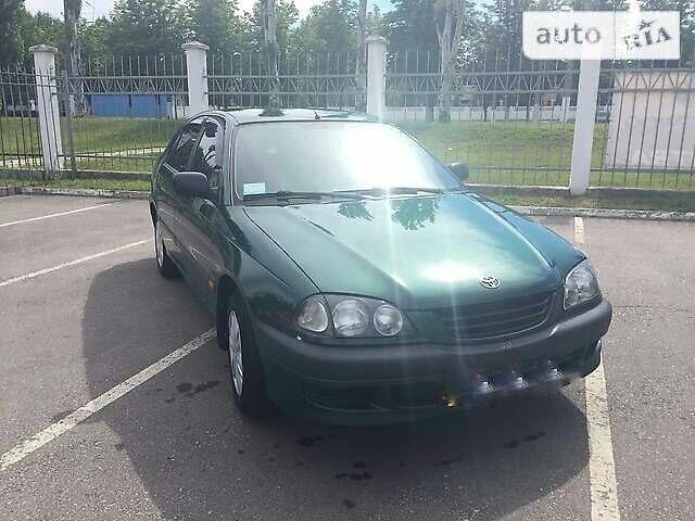 Зеленый Тойота Авенсис, объемом двигателя 1.6 л и пробегом 270 тыс. км за 6000 $, фото 1 на Automoto.ua