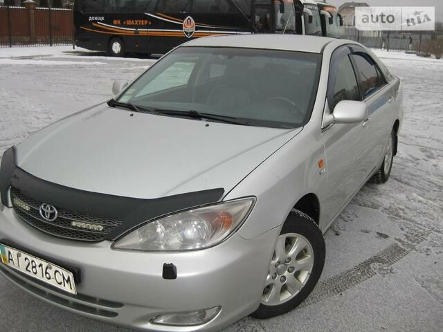Серебряный Тойота Камри, объемом двигателя 2.4 л и пробегом 253 тыс. км за 7690 $, фото 1 на Automoto.ua