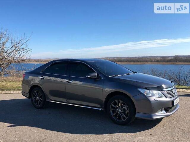 Серый Тойота Камри, объемом двигателя 2.5 л и пробегом 128 тыс. км за 14500 $, фото 1 на Automoto.ua