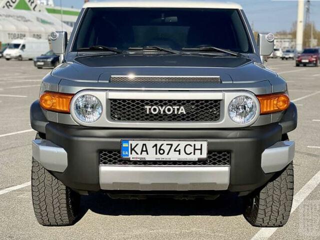 Серый Тойота ФЖ Крузер, объемом двигателя 4 л и пробегом 82 тыс. км за 33950 $, фото 1 на Automoto.ua