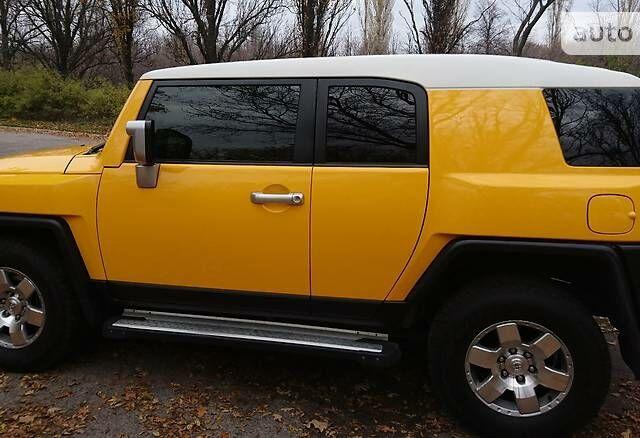 Оранжевый Тойота ФЖ Крузер, об'ємом двигуна 4 л та пробігом 98 тис. км за 25000 $, фото 1 на Automoto.ua